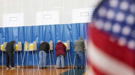 In 14 US-Bundesstaaten wird darüber abgestimmt, wer bei den Präsidentschaftswahlen im November gegen Amtsinhaber Donald Trump antreten soll.