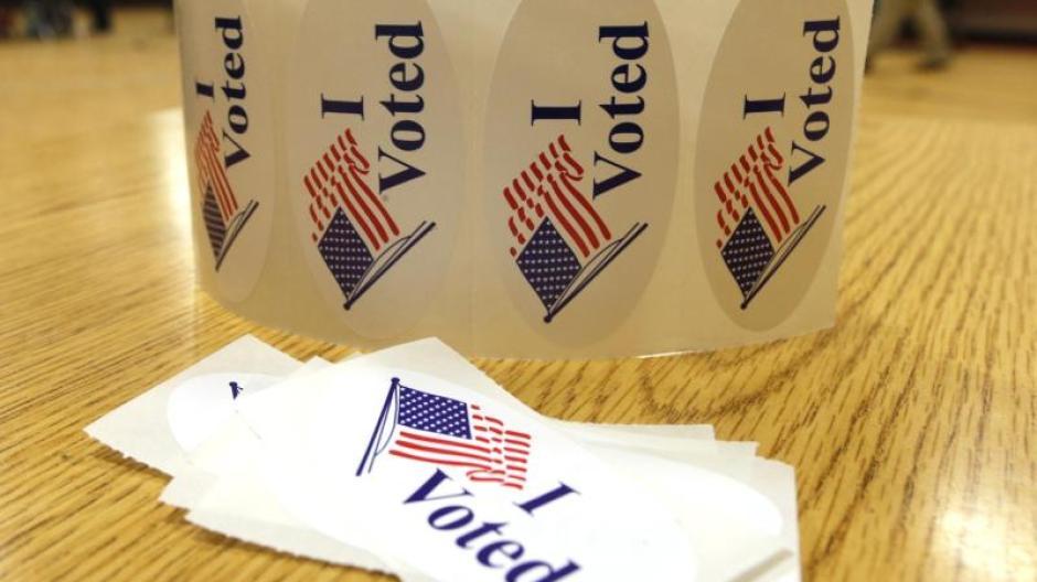 """Aufkleber mit der Inschrift """"ich wählte"""" in einem Wahllokal in Richmond liegen."""