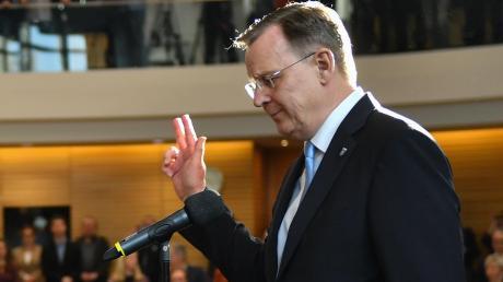Ein Lächeln hat Bodo Ramelow auch nach seiner Vereidigung am Mittwoch nicht übrig. Ernst wirkt der alte, neue Ministerpräsident von Thüringen.