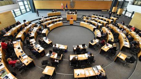 Im Landtag in Erfurt wurde ein Investitionspaket für Thüringens Kommunen mit einem Volumen von 568 Millionen Euro beschlossen - auch mit den Stimmen von CDU und FDP.