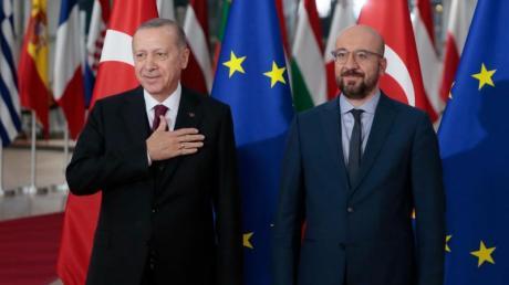 EU-Ratschef Charles Michel epmfängt den türkischen Präsidenten Recep Tayyip Erdogan in Brüssel.
