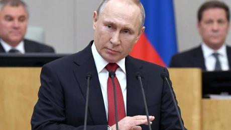 Russlands Präsident Wladimir Putin vor der Abstimmung über Verfassungsänderungen in der Staatsduma.