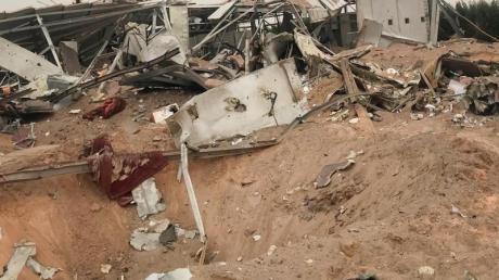 Nach dem US-Luftangriff:Zerstörte Gebäude eines im Bau befindlichen Flughafenkomplexes in Karbala.