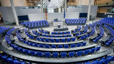 Das Grundgesetz sieht einen «Gemeinsamen Ausschuss» von Bundestag und Bundesrat als Notparlament vor, wenn das Parlament nicht rechtzeitig zusammentreten kann. Im Verteidigungsfall - und bald auch wegen Coronavirus-Ausfällen?.