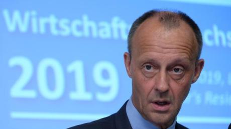 Friedrich Merz ist einer der Vizepräsidenten des Wirtschaftsrates der CDU. Der Rat, den er mit Präsidentin Astrid Hamker und dem zweiten Vizepräsidenten Hans Helmut Schetter leitet, spricht sich gegen Corona-Bonds aus.