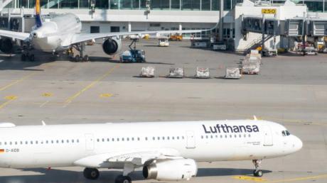 Eine Lufthansamaschine aus Tunis kommt in München an.