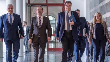 Bayerns oberster Rechnungshof hat den Rettungsschirm der Bayerischen Regierung kritisiert. Das Parlament müsse bessern Zugriff auf die Ausgaben haben.