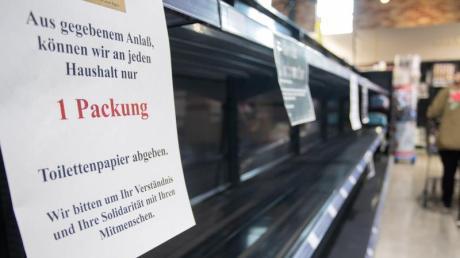 Wegen der Hamsterkäufe ist vor allem Klopapier in einigen Supermärkten nicht mehr verfügbar.