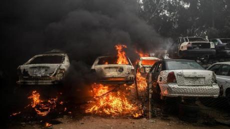 In Libyen war nach dem Sturz und der Tötung des langjährigen Machthabers Al-Gaddafi 2011 ein Bürgerkrieg ausgebrochen, an dem zahlreiche Milizen beteiligt sind.