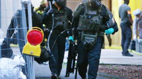 Die Polizei entdeckte in zwei Kölner Hochhauswohnungen ein Bomben- und Giftlabor.