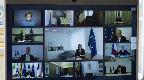 Bundeskanzlerin Merkel (oben links) und andere europäische Staats- und Regierungschefs, sowie Mitglieder des Europäischen Rates, während einer Videokonferenz.