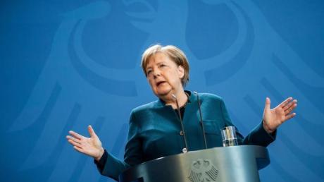 Bundeskanzlerin Angela Merkel spricht bei einer Pressekonferenz am 22. März. Momentan hält es Merkel für viel zu früh, über eine Lockerung der Maßnahmen zur Eindämmung der Corona-Pandemie zu sprechen.