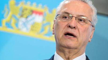 Bayerns Innenminister Joachim Herrmann: «Verstöße werden wir konsequent sanktionieren.».