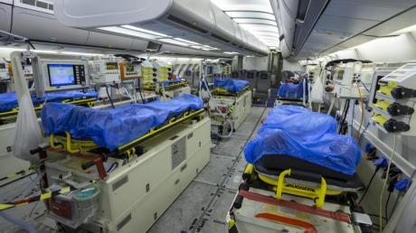 Wegen der dramatischen Notlage norditalienischer Krankenhäuser in der Coronavirus-Krise fliegt die Luftwaffe Patienten nach Deutschland aus.