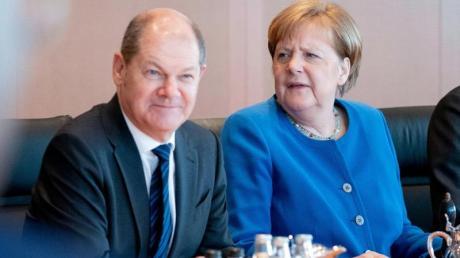 Bundesfinanzminister Olaf Scholz und Bundeskanzlerin Angela Merkel während einer Kabinettsitzung.