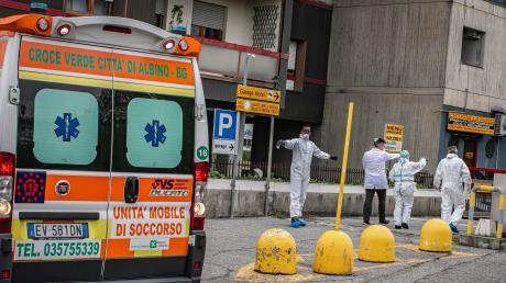 Im Hotspot Bergamo werden inzwischen Hotels zu Krankenhäusern umfunktioniert.