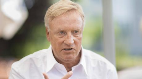 Ole von Beust, früherer Hamburger Bürgermeister, spricht über die Auswirkungen der Coronavirus-Krise auf die Politik.