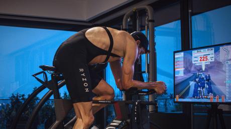 Clever: Jan Frodeno bei seinem Triathlon, den er zu Hause absolviert.