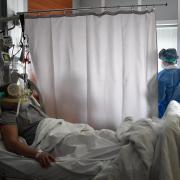 Während die Zahl der mit dem Virus Infizierten und der Toten steigt, wächst auch die Wut der Italiener auf Deutschland.