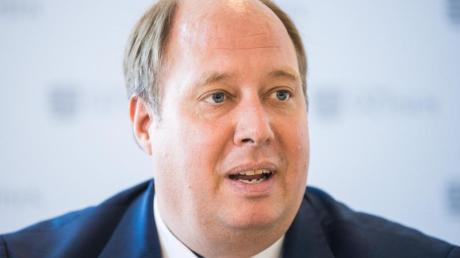 Kanzleramtschef Helge Braun (CDU) schaut vor allem auf die Verdoppelungszeiten bei der Infektionszahl.