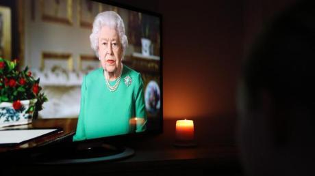 Die britische Königin Elizabeth II. wendet sich in einer Fernsehansprache an die Nation und den Commonwealth.