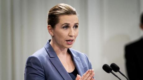 Die dänische Ministerpräsidentin Mette Frederiksen informiert auf einer Pressekonferenz über das Coronavirus (Archiv).