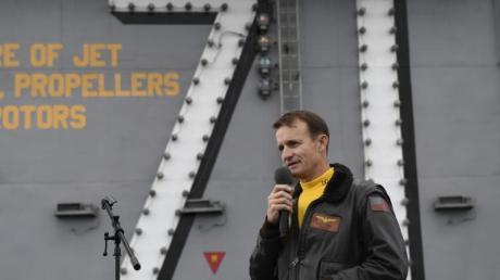 Corona-Ausbruch an Bord der «USS Theodore Roosevelt»: Kapitän Brett Crozier hatte in einem Brief Hilfe der Militärführung gefordert.
