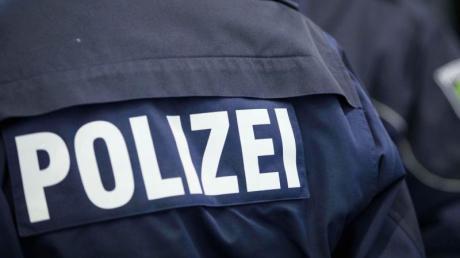Die Schwabmünchner Polizei sucht nach einem Mann, der in Großaitingen einen Schuss abgegeben haben soll.