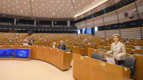 Ursula von der Leyen bei der Sondersitzung im Europäischen Parlament.
