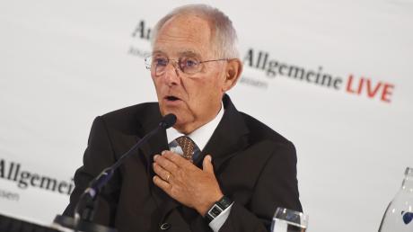 Bundestagspräsident Wolfgang Schäuble zitiert gerne Friedrich Hölderlin - auch in Zeiten des Coronavirus.
