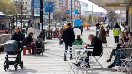 Trotz der Corona-Pandemie gelten in Schweden kaum Ausgangsbeschränkungen – ein Sonderweg, der umstritten ist.