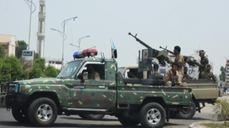 Separatisten des sogenannten Südlichen Übergangsrats fahren durch Aden (Archiv).