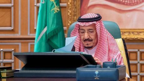 Salman bin Abdelasis al-Saud, König von Saudi-Arabien, leitet eine Regierungssitzung per Video-Schalte.