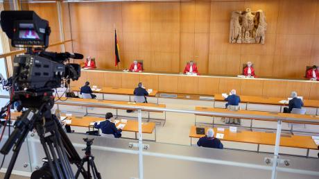 Im Corona-Abstand verkündete das Bundesverfassungsgericht sein Urteil, in dem es Abstand nimmt zur Praxis der Staatsanleihen in Europa.