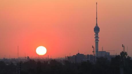 Die Sonne geht in Bagdad unter. Der neue Regierungschef Al-Kasimi gilt als Kompromisskandidat.