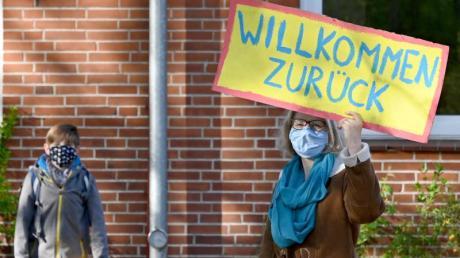 Nach und nach kommen Kinder und Jugendliche in Bayern zurück in ihre Schulhäuser. Experten glauben, dass das Kultusministerium die Vorschriften lockern müsse.