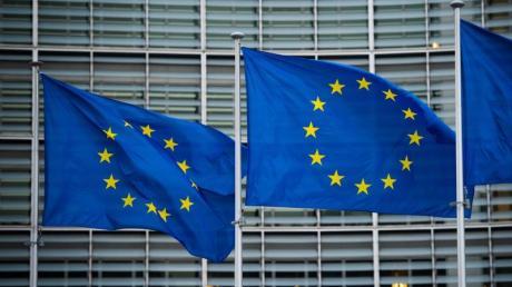 Flaggen der Europäischen Union wehen im Wind vor der Europäischen Kommission in Brüssel.