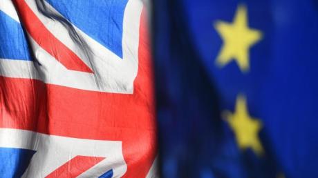 Die Flaggen von Großbritannien und EU vor dem Parlament in London. Noch sind die «Nach-Brexit-Beziehungen» nicht endgültig geklärt.