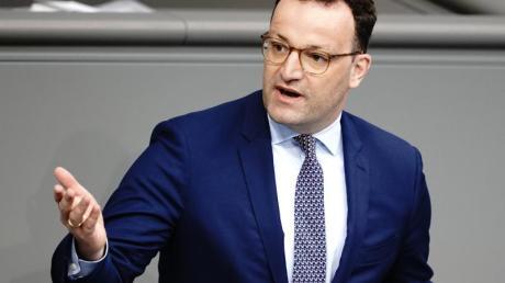 Gesundheitsminister Spahn sagte im Bundestag, nötig sei eine neue Balance: «So viel Normalität wie möglich, so viel Schutz wie nötig.».