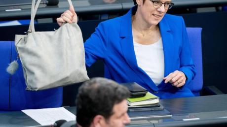 CDU-Chefin Annegret Kramp-Karrenbauer und Arbeitsminister Hubertus Heil (SPD).