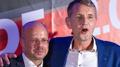 Andreas Kalbitz (links) und Björn Höcke stehen auch weiter Seite an Seite.