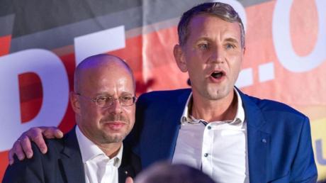 Björn Höcke, Spitzenkandidat der AfD bei der Landtagswahl in Thüringen, und Andreas Kalbitz (l), Landesvorsitzender der AfD in Brandenburg.
