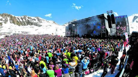 """Die Party ist vorerst vorbei im Partyort Ischgl. Denn von Après-Ski-Bars wie dem berühmt-berüchtigten """"Kitzloch"""" verbreitete sich das Coronavirus in Europa."""