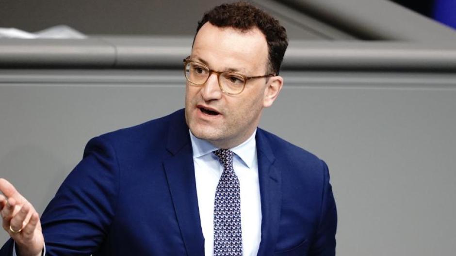 Bundesgesundheitsminister Jens Spahn stellt sich den Fragen von Gregor Peter Schmitz.