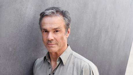 Umweltschützer und Schauspieler Hannes Jaenicke widmet seine jüngste TV-Dokumentation dem Leben und Leiden der Lachse und will auch die Lügen der Nahrungsmittelindustrie offenlegen.