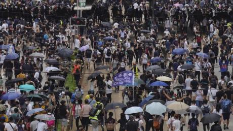 Zahlreiche Demonstranten gingen am Wochenende in Hongkong gegen Pekings geplantes Sicherheitsgesetz auf die Straße.