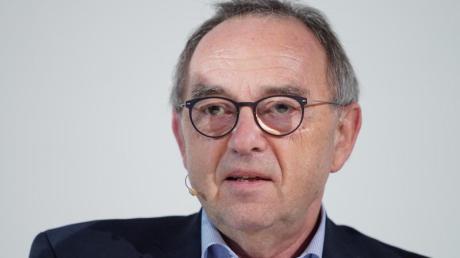 SPD-Chef Norbert Walter-Borjans whrt sich gegen Vorwürfe der IG-Metall.