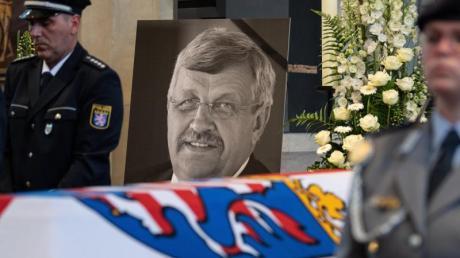 Der Kasseler Regierungspräsident Walter Lübcke starb am 2. Juni 2019 mutmaßlich durch den Angriff eines Rechtsextremisten.