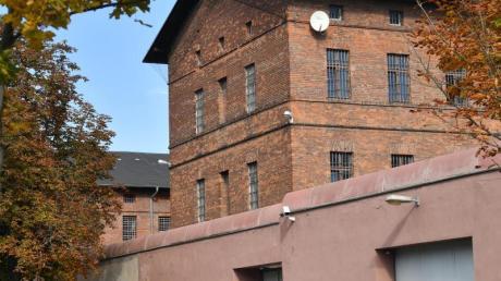 Blick auf die Hauptanstalt der Justizvollzugsanstalt in Halle/Saale. Dort saß Stephan B. bisher in Untersuchungshaft - und unternahm einen Fluchtversuch.