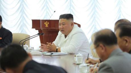 Nordkoreas Machthaber Kim Jong Un während einer Sitzung.